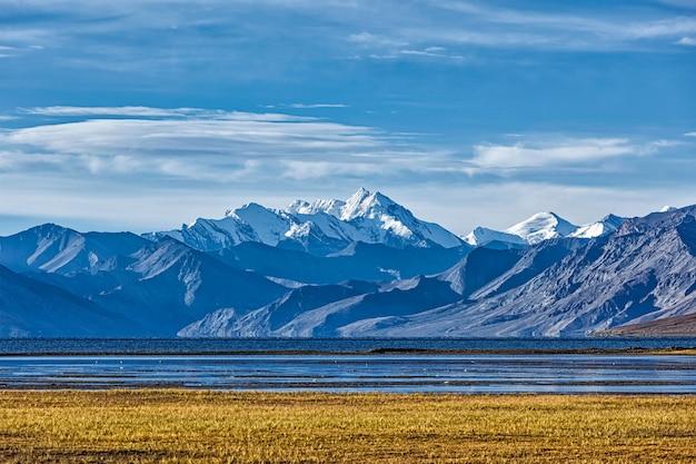 Lago himalayano tso moriri in himalaya, ladakh