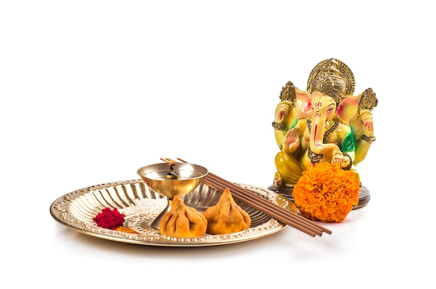 Dio indù ganesha. statua di lord ganesha. accordo di adorazione (pooja).