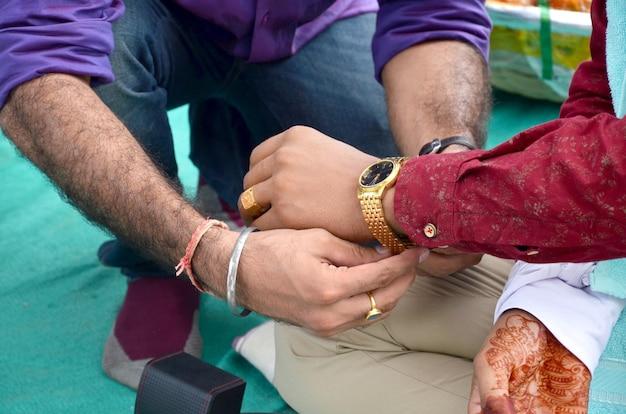 Cerimonia nuziale indù. dettagli del matrimonio indiano tradizionale in india