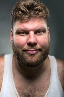 Uomo hipster con barba
