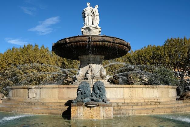 Fontana storica di rotonde aix-en-provence francia