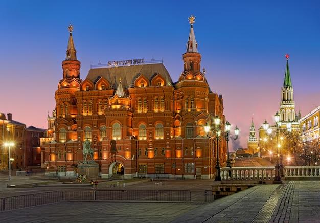 Museo storico, monumento zhukov e torre spasskaya del cremlino di mosca