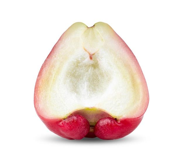 Hlaf rose apple isolati su sfondo bianco