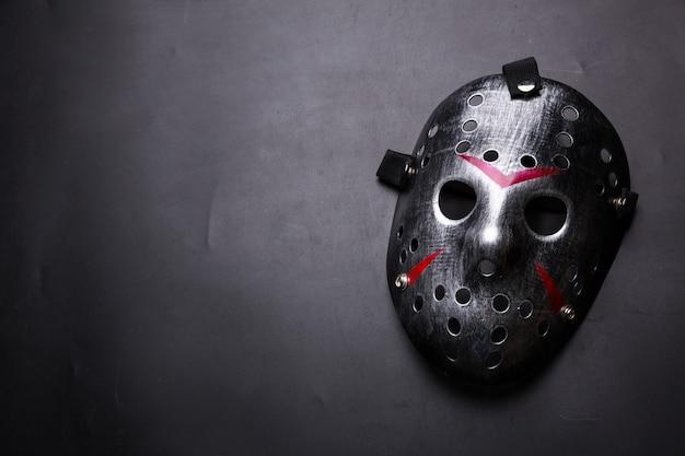 Maschera da hockey del serial killer isolato sul nero Foto Premium