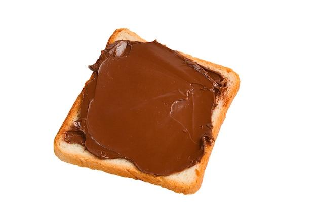 Panino con pasta di cioccolato isolato su sfondo bianco.