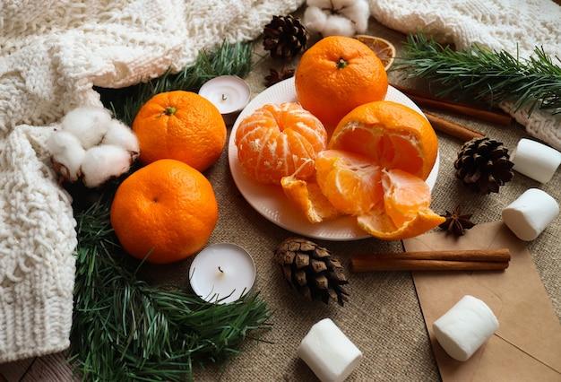 Disposizione di vacanza con arance e marshmallow