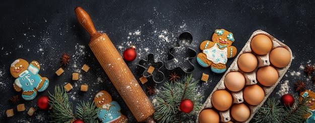 Celebrazione delle vacanze e concetto di cucina con pan di zenzero
