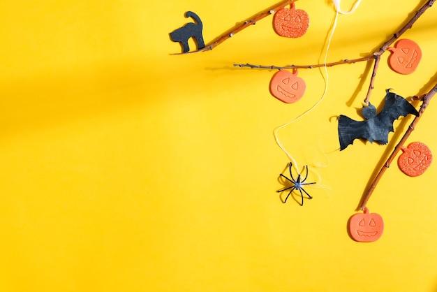 Sfondo vacanza halloween decorato zucche tagliate a mano