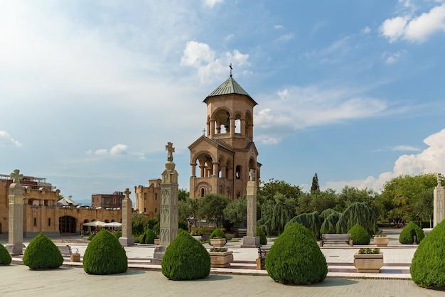 La cattedrale della santissima trinità di tbilisi, comunemente nota come sameba, è la cattedrale principale dei georgiani