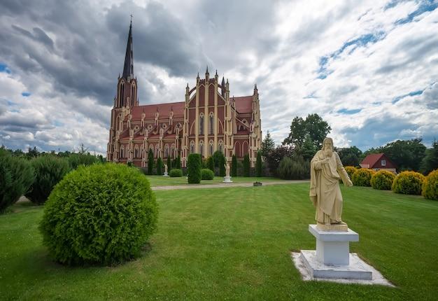 Chiesa cattolica della santissima trinità, villaggio di gervyaty, regione di grodno, belarus