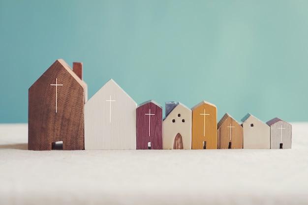 Comunità ecclesiastica domestica, adorate insieme a casa