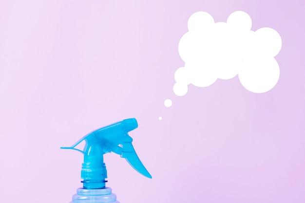 Flacone spray per giardinaggio domestico per piante. concetto di pulizie di primavera