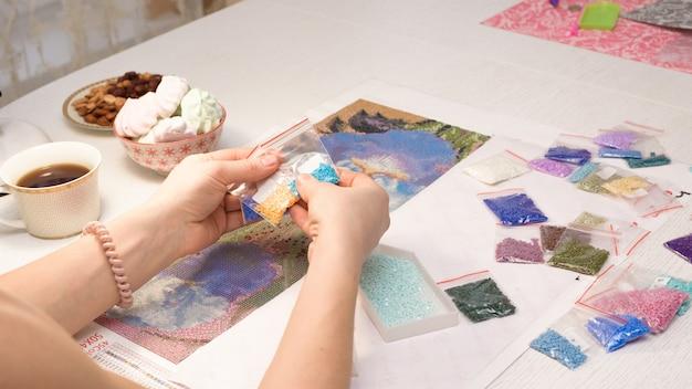 Casa hobby: disegnare immagini di strass, mosaico di diamanti multicolori.
