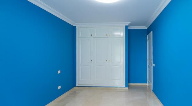 Concetto di ristrutturazione della casa - interno della camera appena restaurato