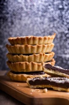 Dolci fatti in casa - tartellette con caramello salato e cioccolato