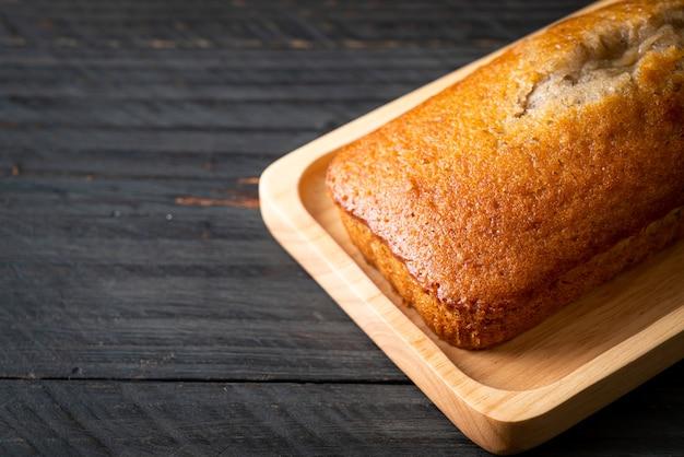 Pane alla banana fatto in casa o torta di banana affettata