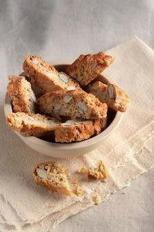 Biscotti fatti in casa cantuccini italiano almond sweets biscotti biscotti su sfondo chiaro dessert.