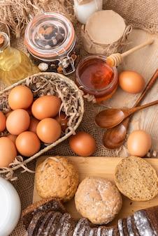 Torte fatte in casa con l'aggiunta di cereali naturali.