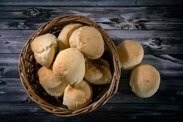 Pane fatto in casa con manioca e formaggio chiamato chipa