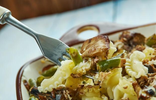 Casseruola di pollo, funghi e fagiolini fatta in casa