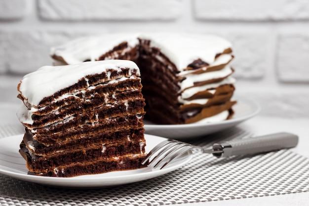 Torta al cioccolato artigianale con crema