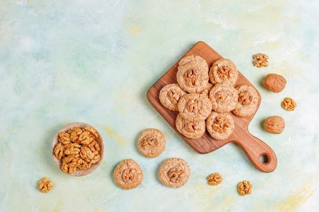 Biscotti deliziosi fatti in casa alla noce.