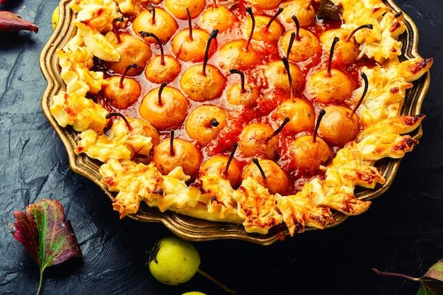 Torta di frutta fatta in casa. crostata di pere. dolce dolce autunnale. deliziosa torta alle pere