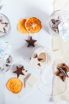 Fudge fatto in casa tagliato a forma di stella per dolci regali di natale