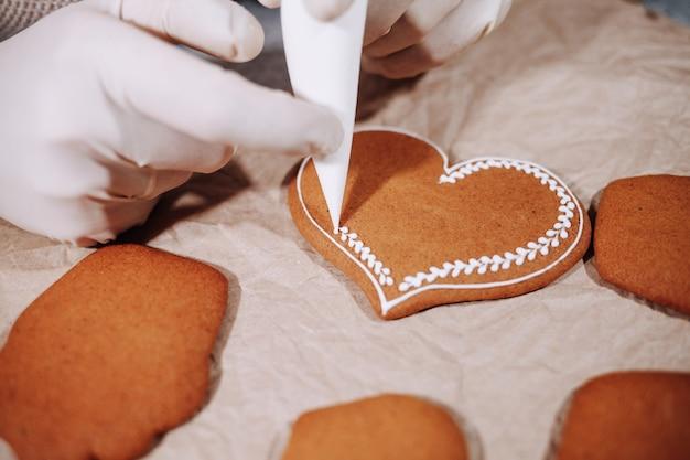 Cuore di panpepato fatto in casa. san valentino.
