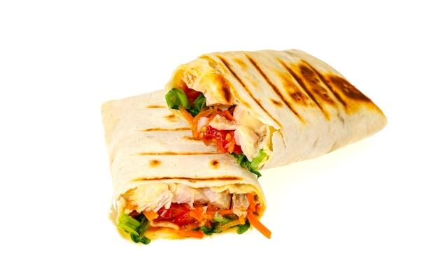 Lavash fatto in casa, shawarma con verdure, pollo.