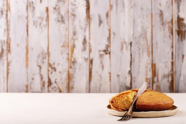 Muffin fatti in casa su sfondo bianco trama