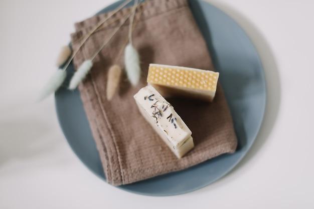 Saponette al miele biologico fatte in casa