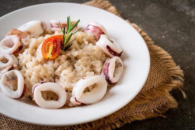 Calamari fatti in casa o risotto al polpo