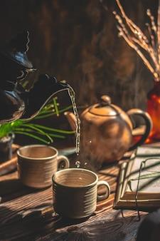 Atmosfera del tè fatto in casa sfondo marrone