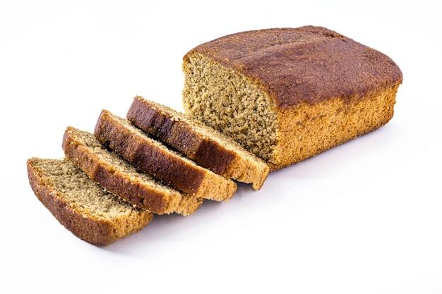 Vegano fatto in casa pane alla banana isolato su sfondo bianco