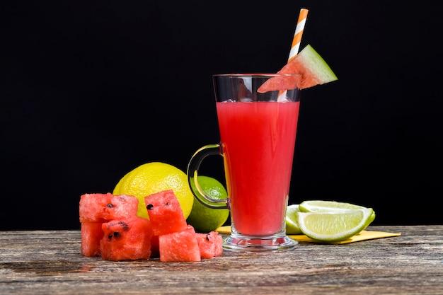 Succo di anguria fatto in casa prodotto in estate