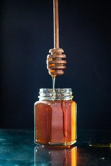 Miele fresco dolce trattare versare o cucinare dessert