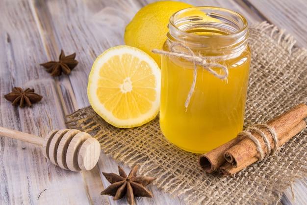 Miele, limone e cannella o
