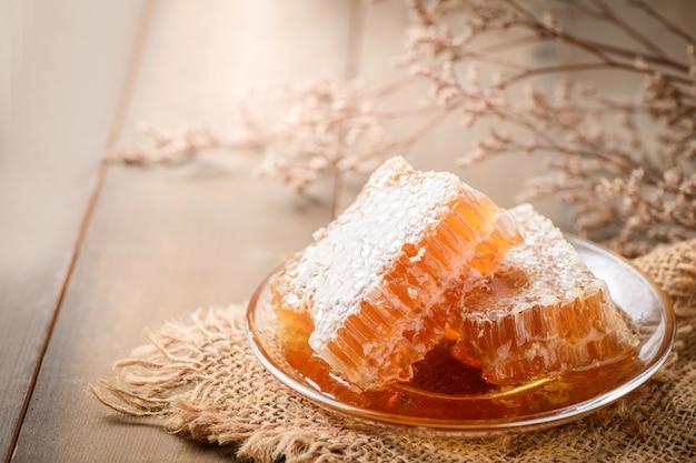Favo sul piatto, prodotti delle api dal concetto di ingredienti naturali biologici