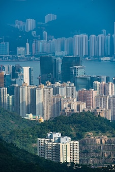 Paesaggio della città del porto di hong kong victoria, centro commerciale urbano con torre di costruzione dello skyline, scena del distretto asiatico dell'architettura del grattacielo