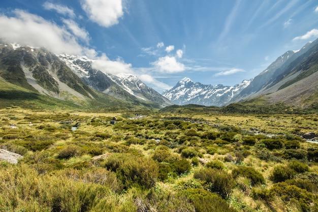 Pista della hooker valley al mount cook national park in nuova zelanda