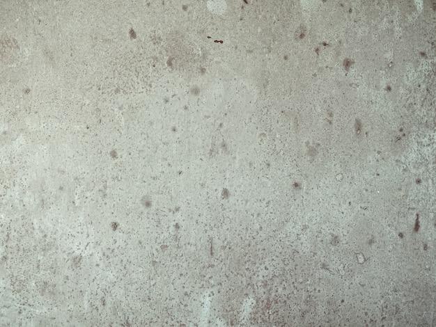Primo piano orizzontale sul vecchio muro di cemento grigio macchiato