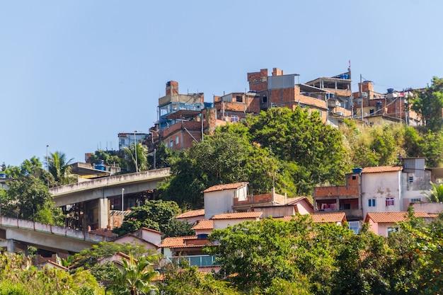 Case di collina del tubo flessibile a rio de janeiro in brasile.