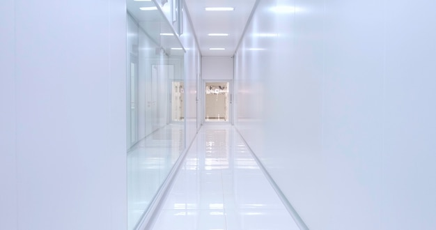 Corridoio dell'ospedale. essere ricoverato in ospedale. entrare urgentemente in ospedale in barella.