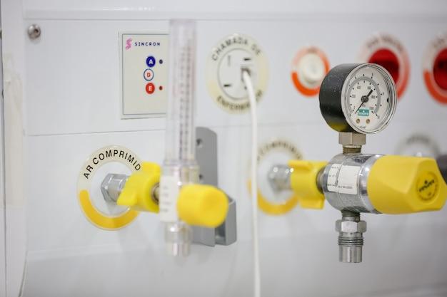 La bombola del misuratore di ossigeno polmonare dell'ospedale previene il covid 19
