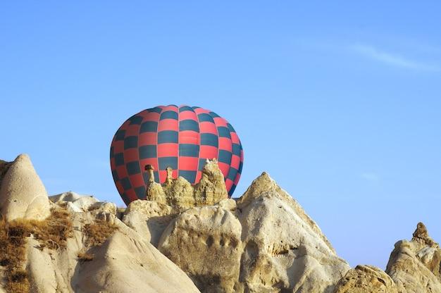 Mongolfiere sorvolano la cappadocia