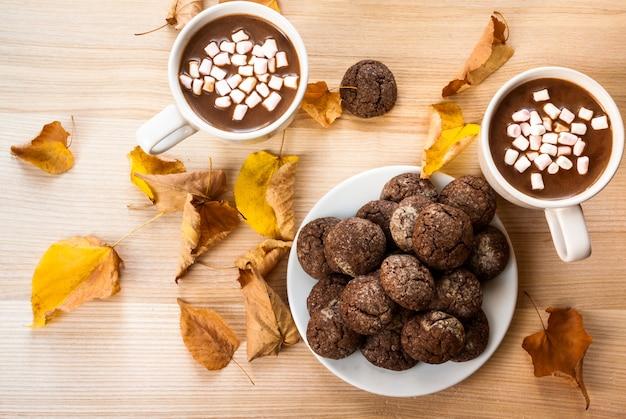 Cioccolata calda con biscotti