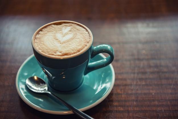 Caffè caldo latte art