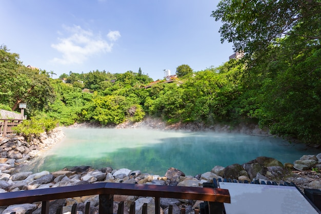 Acqua di sorgente termale a beitou thermal valley o geothermal valley, taiwan