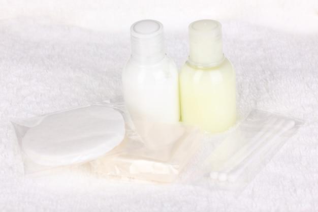 Kit servizi dell'hotel su asciugamano